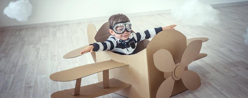hacer juguetes divertidos para los nios es muy fcil solo hace falta guardar para ello objetos tan habituales como cajas de cartn botellas de plstico o