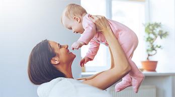 Bebé con mamitis