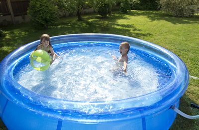 Qu necesito para tener una piscina en mi jard n for Depuradoras para piscinas desmontables carrefour