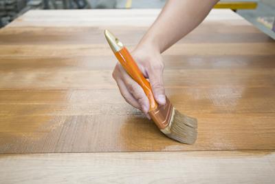 C mo reparar rayaduras en muebles de madera - Pasta para reparar madera ...