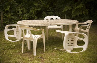 C mo restaurar muebles de resina en 3 pasos - Mesa resina carrefour ...